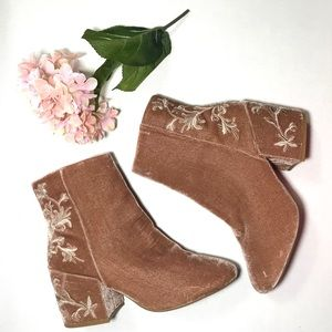 NEW Kenneth Cole Blush Velvet Embroidered Bootie